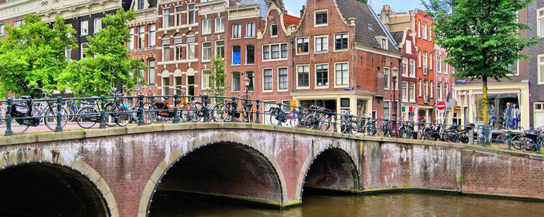 destinations-netherlands_amsterdam_canal_3